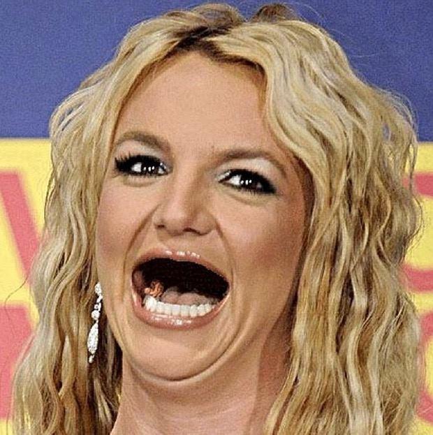 britney sin dientes