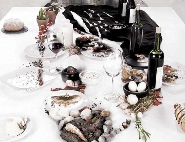 mesa servida en la que parece la cara de un tipo en la cena