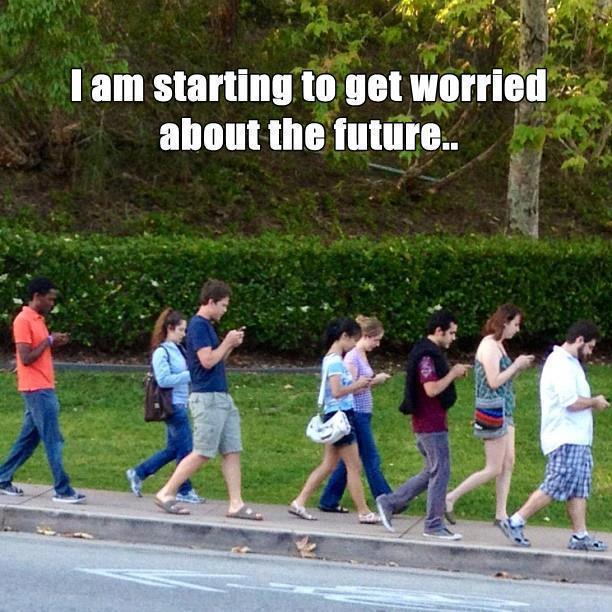 jovenes de la secundaria perdidos en los celulares