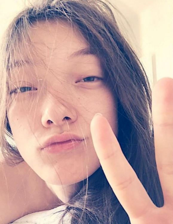 Yumi Lambert sin maquillaje