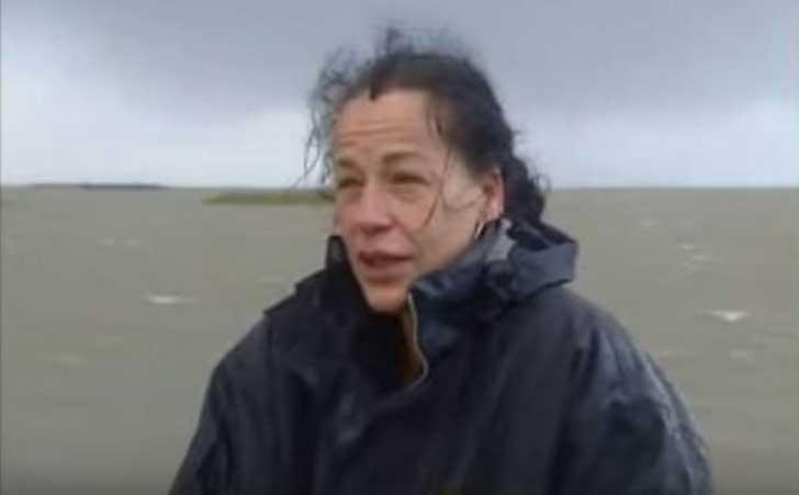 Norma Miedema una holandesa de 40 años encargada de salvar a los caballos atrapados en una isla