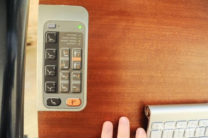foto que muestra los botones de la silla Altwork Station