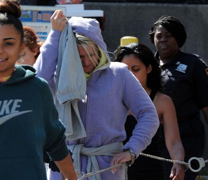 Alsu Ivanchenko, mujer siendo arrestada en Nueva York