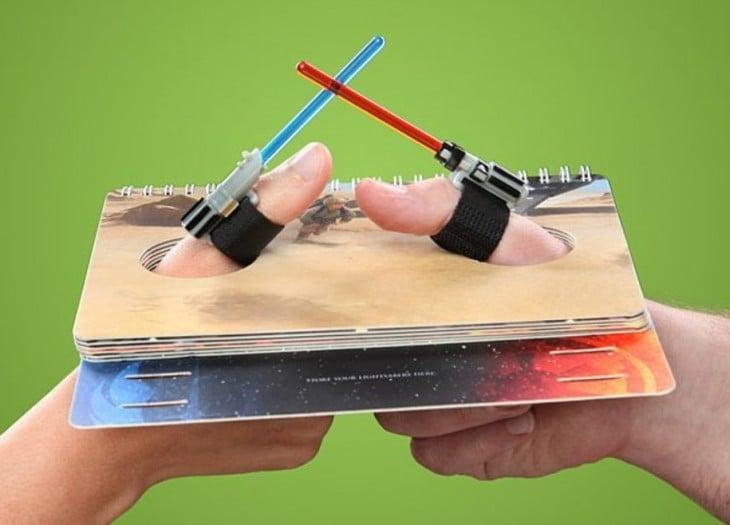 juego para dedos en forma sables de luz