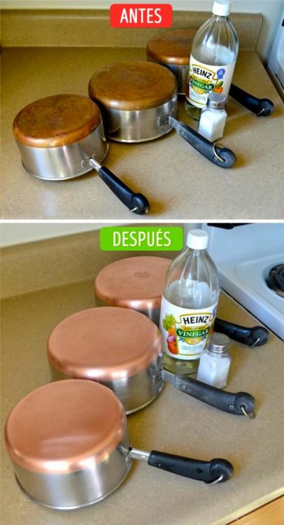 imágenes que compara el antes y después de una olla de cobre limpia con vinagre y sal