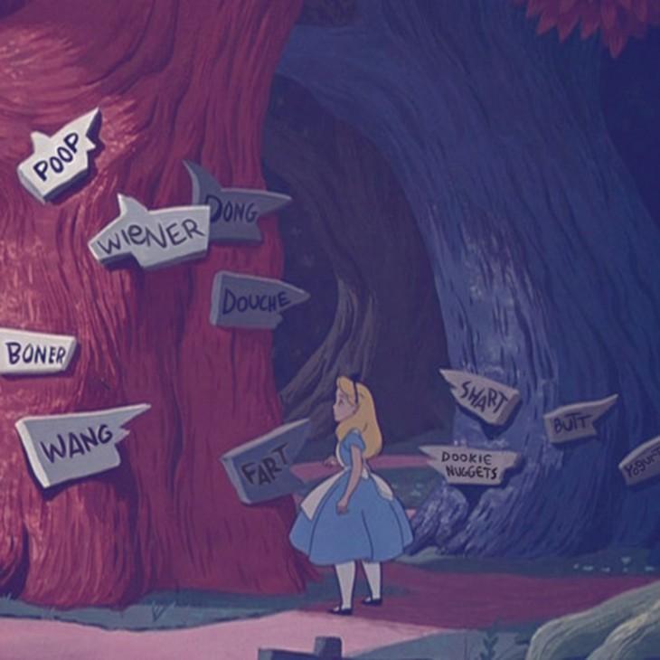 imagen que muestra a Alicia en el país de las maravillas confundida de no saber a que lugar ir