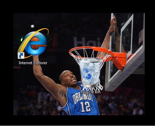 foto de un jugador de basquetbol metiendo el icono de internet explorer a una canasta con el icono de papelera de reciclaje