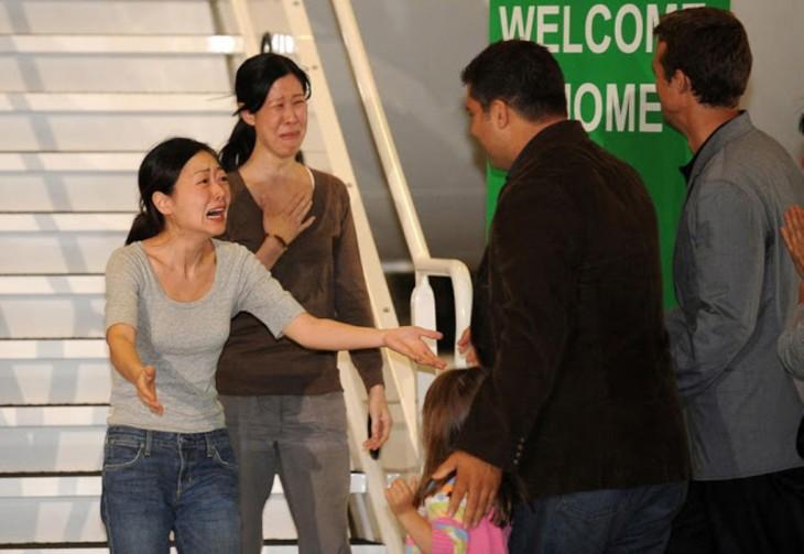Recuento de dos mujeres que habían sido arrestadas con sus familiares