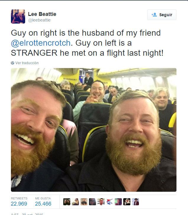 Increíble: ¡Se Encontró a su Doble en el avión y se tomaron una Selfie que se Volvió muy Viral!