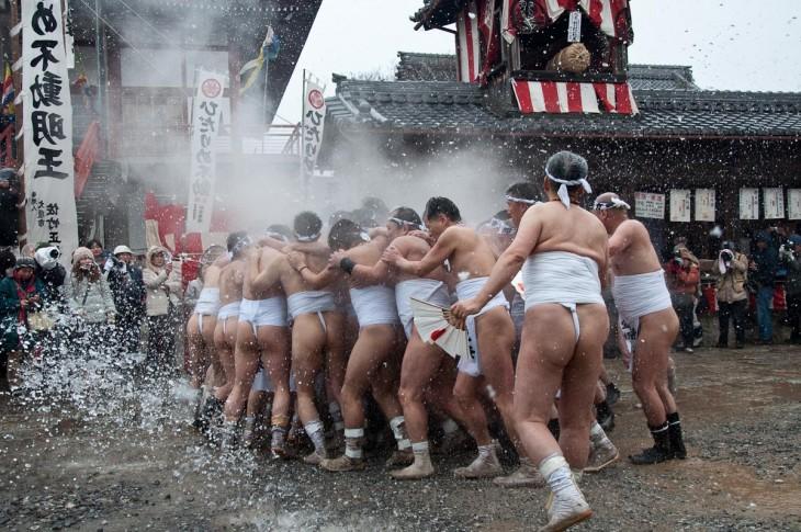 Hadaka Matsuri es un festival de hombres que concursan con un taparrabos
