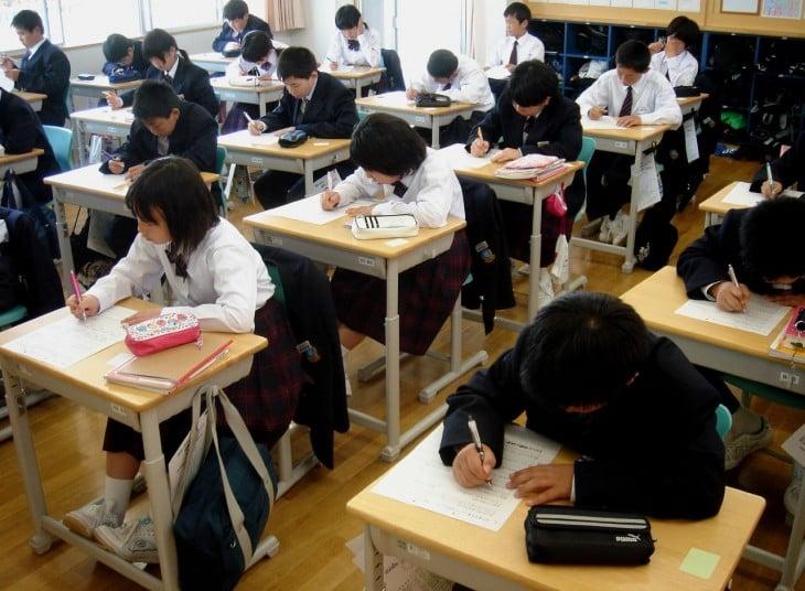 niños en una escuela de Japón