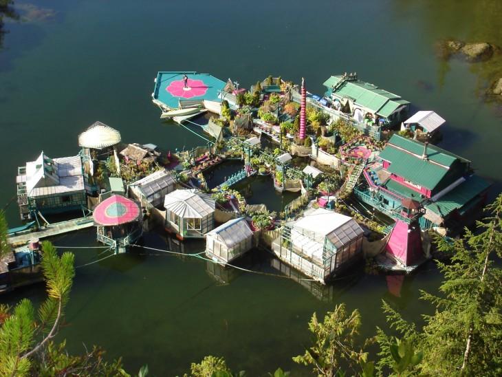 Ensenada libertad isla flotante autosuficiente en Canadá