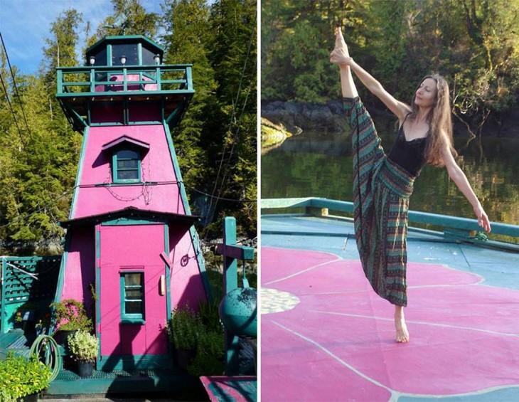 Catherine King bailando dentro de su isla flotante en Vancouver