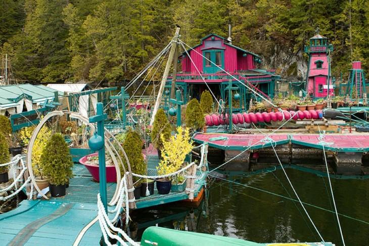 estructura que tiene la isla flotante en Vancouver