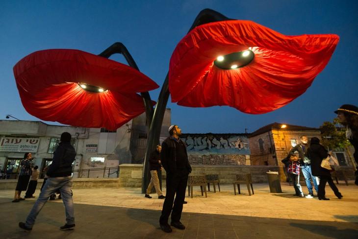 Lámparas de flores en Jerusalén de noche