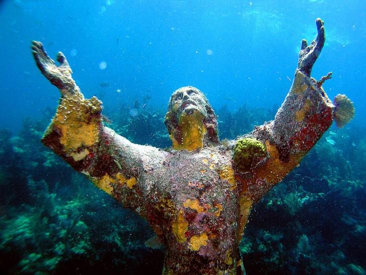 cristo en arrecife de coral