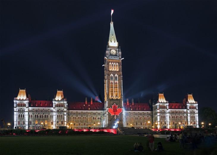 Edificio con el símbolo de Canadá