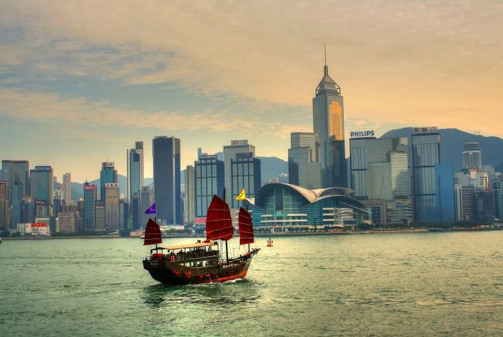 fotografía de un barco en Hong Kong