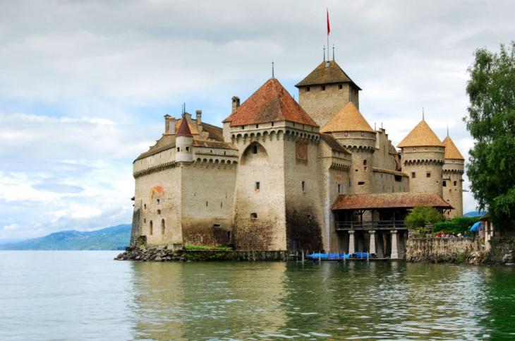 Castillo de Chillon en el lago de Ginebra, Suiza