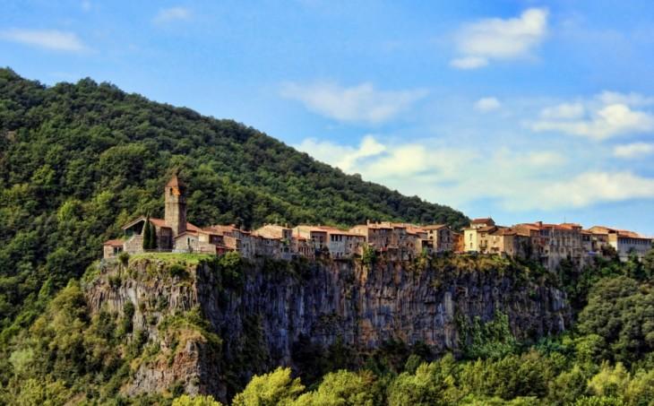 Castellfullit de la Roca en España