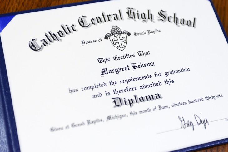 diploma fue ditado como se entregaban en 1936