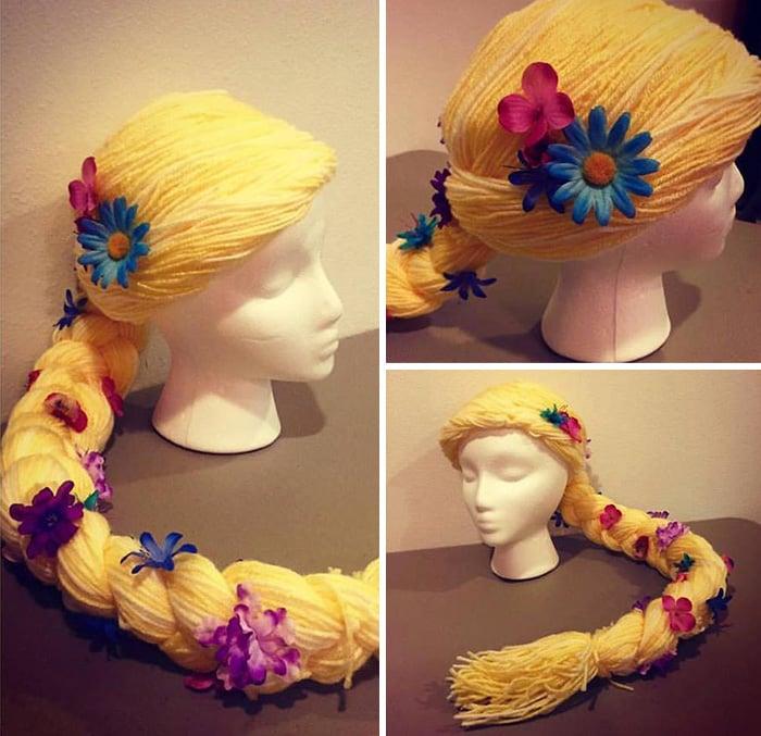 cabeza de unicel con una peluca de rapunzel