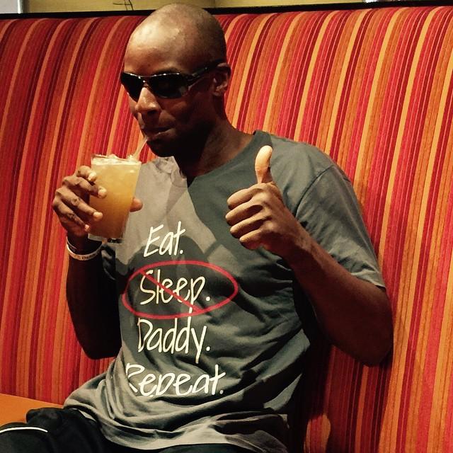 papa con una camiseta de super papa