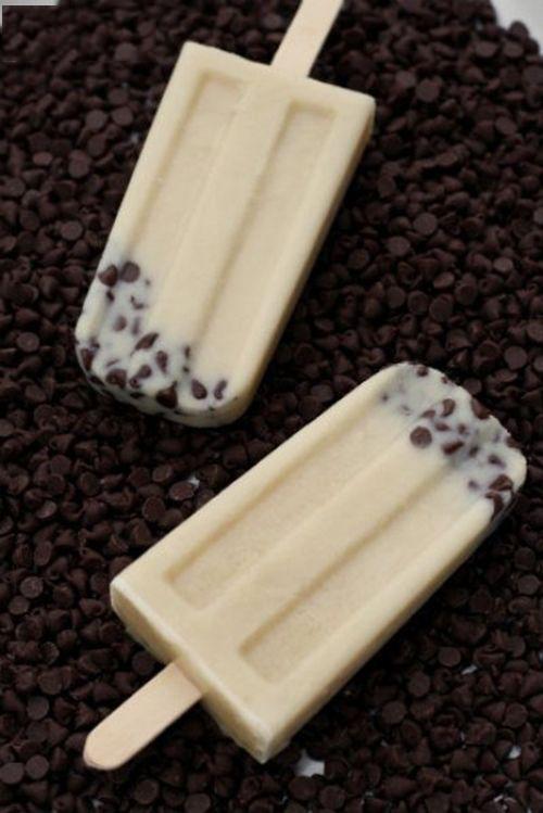 Paletas de masa para galletas y chispas de chocolate