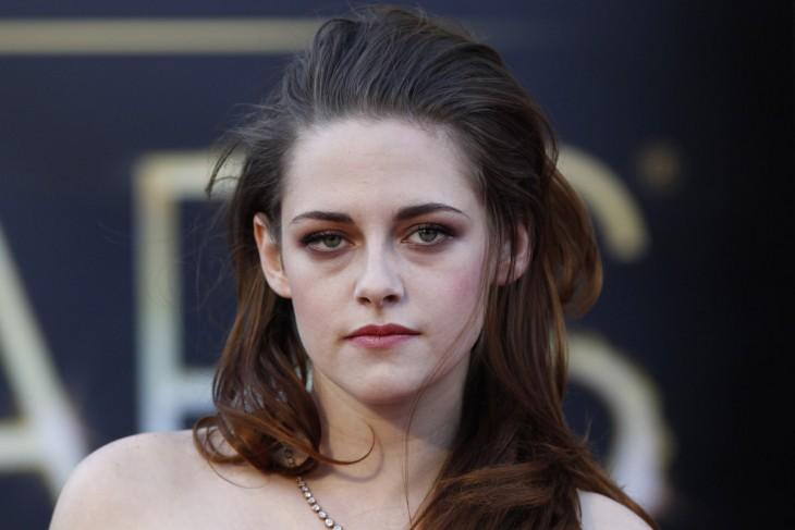 Kristen Stewart con cara de molestia frente a la cámara