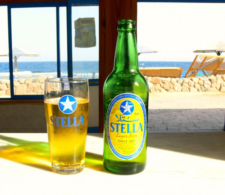 Stella cerveza típica para los turistas en Egipto