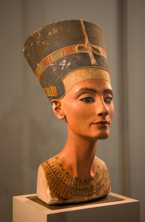Busto de Nefertiti 1345 a. C.