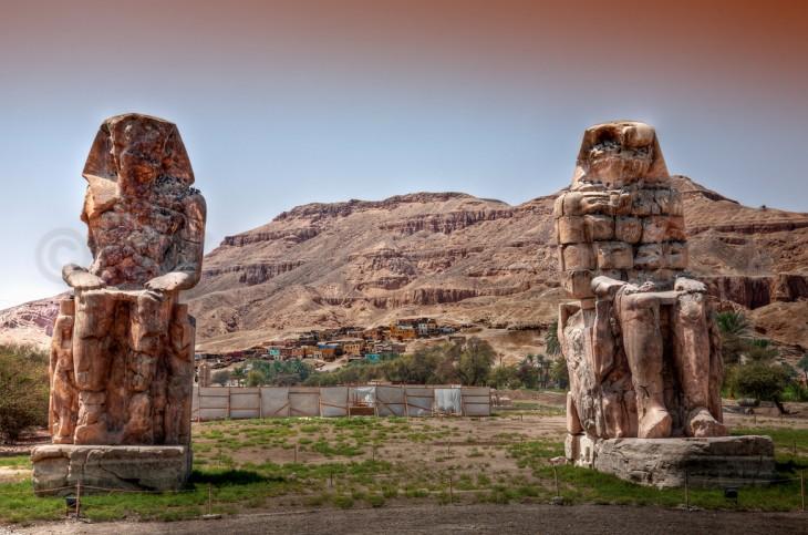 Monumento a los colosos de Memnón en Egipto