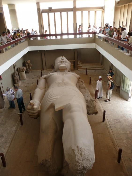 coloso de Ramses ll en El Cairo, Egipto