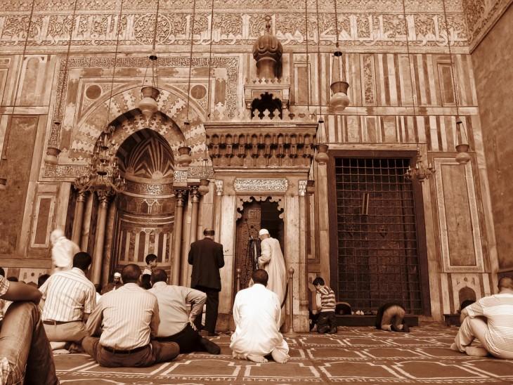 Habitantes en Egipto practicando el Islamismo