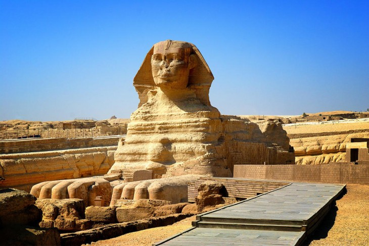 Esfinge de Giza monumento escultural en el occidente del Río Nilo