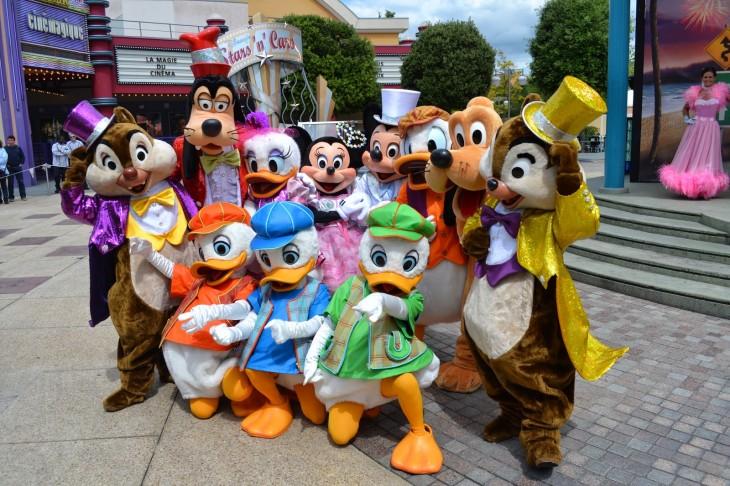 Personajes de Disney en los parques temáticos de Disneyland