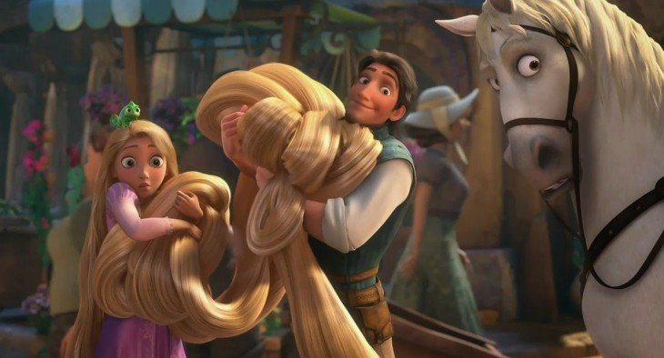 Rapunzel junto a su príncipe en una escena de la película Enredados