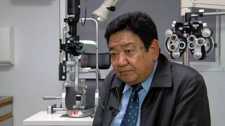 Doctor Nepalí Cura la Ceguera en sólo 5 Minutos ¡Y a muy bajo precio!