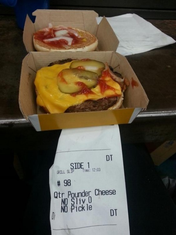 caja de una hamburguesa de Mc Donald´s
