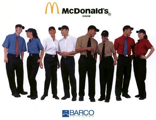 empleados uniformados de Mc Donalds