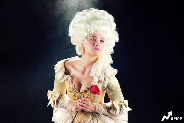 """Así debería lucir Bella de """"La bella y la bestia"""" según su época"""