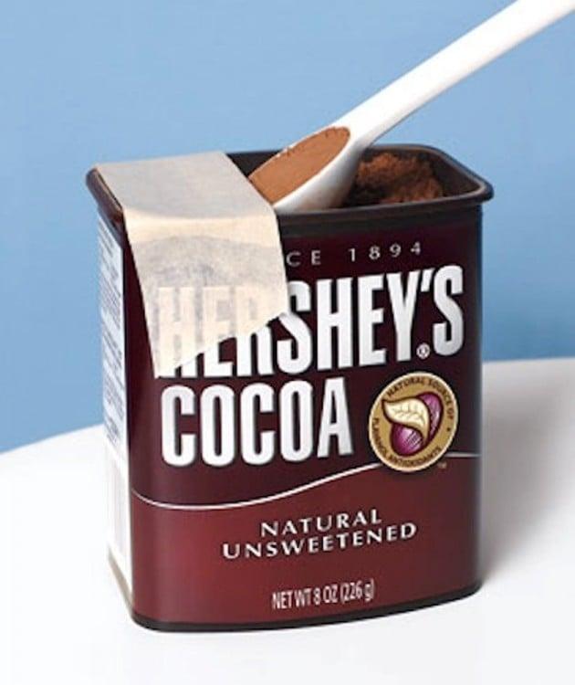 caja de chocolate con un pedazo de cinta adhesiva
