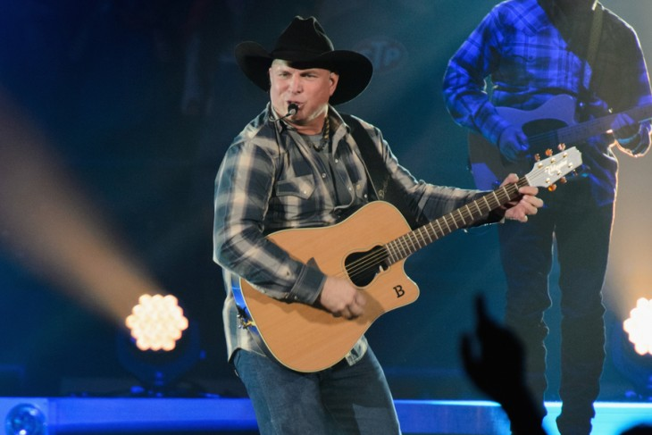 Garth Brooks Performs In Rosemont Illinois 2015
