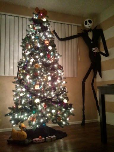 árbol de navidad decorado por el cadaver de la novia