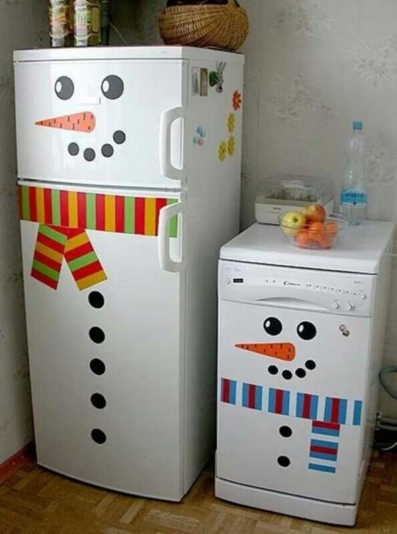decoración del refrigerador y de la estufa como monos de nieve