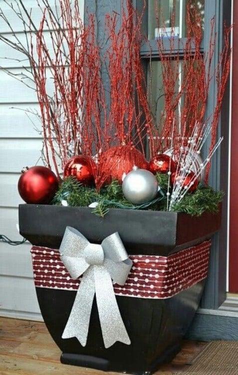 macetas con decoración navideña
