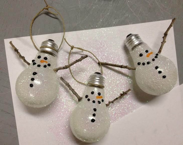 esferas hechas con bombillas viejas