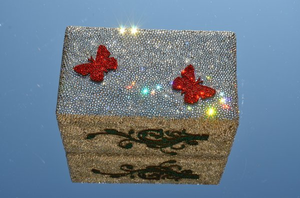 envoltura de cristales Swarovski con valor de mil dolares la pieza
