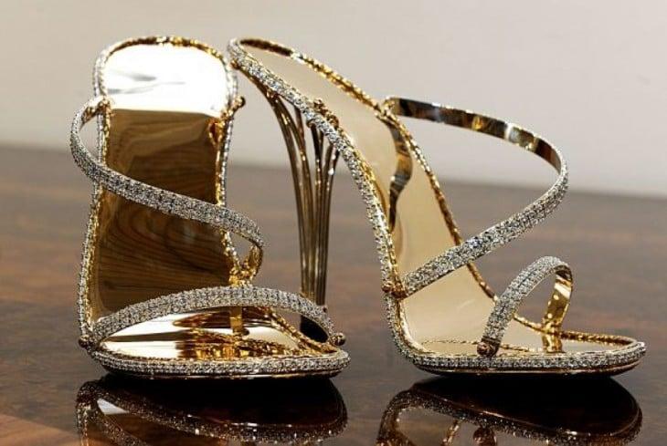 zapatillas elaboradas por Christopher Michael Shellis