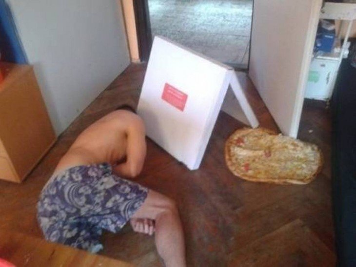 hombre que se le cae la pizza